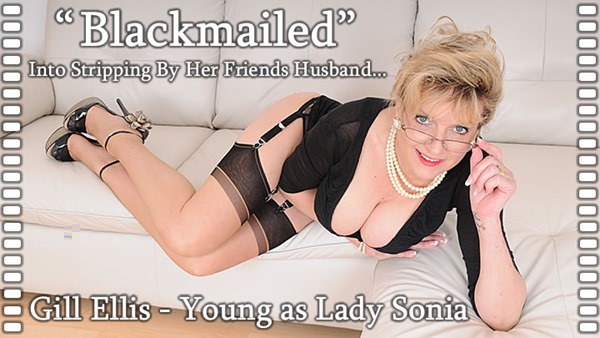 lady-sonia-stripping