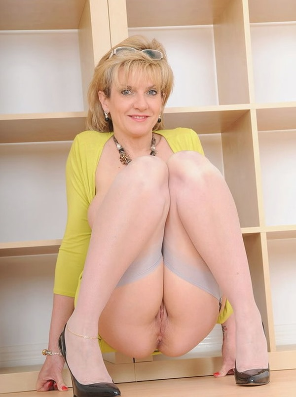 horny-mature-exhibitionist-lady-sonia