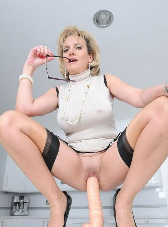 lady-sonia-rough-dildo-ride